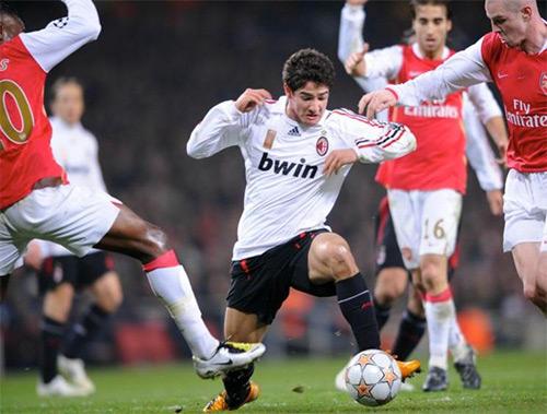Pato, với lối đá lắt léo và tốc độ, từng gây kinh hoàng cho nhiều hàng phòng ngự ở châu Âu khi còn toả sáng ở AC Milan.