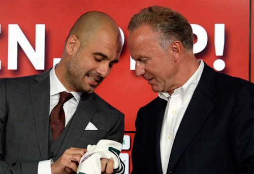 Pep (trái|) và Rummenigge đã có ba năm cộng tác thành công. Ảnh: Reuters