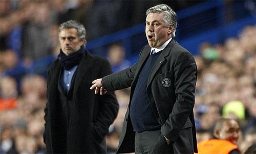 Ancelotti (phải) mới là sự lựa chọn hàng đầu của Chelsea để thay Jose Mourinho. Ảnh: PA.