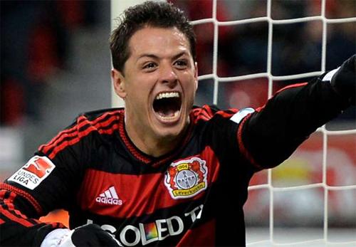 Leverkusen đang vớ bẫm từ Chicharito. Ảnh: Reuters