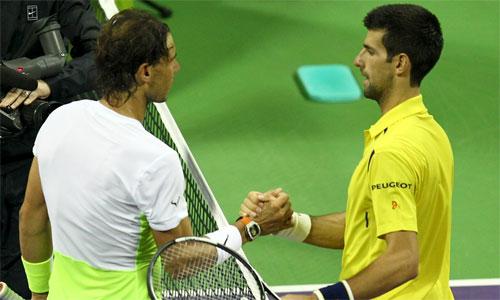 Djokovic (phải) thắng áp đảo Nadal trong trận chung kết Qatar Open. Ảnh: Reuters.