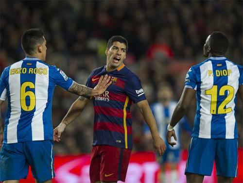 Suarez (giữa) có phong độ ghi bàn rất cao cho Barca trong năm 2015. Ảnh: Reuters