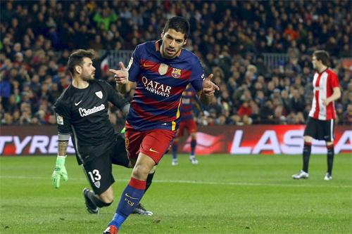 Năm 2015, Suarez ghi được 48 bàn và góp công lớn đưa Barca tới năm danh hiệu. Ảnh: Reuters