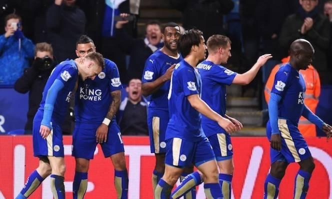 Leicester (áo đen) là một dị biệt, chơi thành công mà không cần phải sở hữu nhiều bóng và giỏi đan lát - mô-típ quen thuộc của các đội bóng hàng đầu châu Âu hiện tại. Ảnh: Reuters.