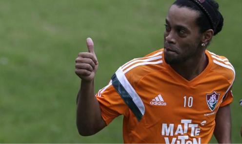 Ronaldinho muốn được thử sức tại Ngoại hạng Anh. Ảnh: Reuters.