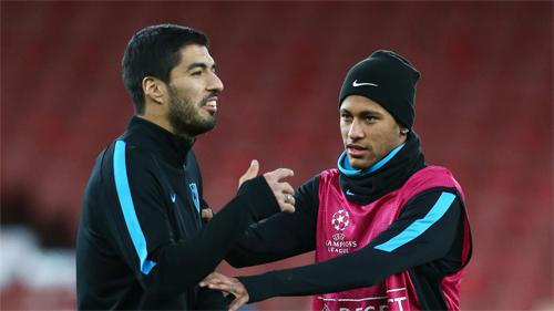 Suarez (trái) có vai trò rất quan trọng với Barca. Ảnh: Reuters