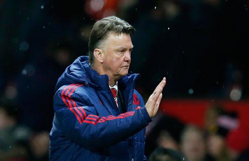 HLV Van Gaal cần có ngay những chiến thắng để phục hồi Man Utd cả trên sân cỏ lẫn thương trường. Ảnh: Reuters.